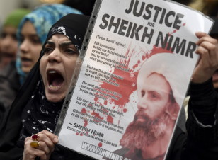 Protesters rally against the execution of Shi'ite cleric Sheikh Nimr al-Nimr in Saudi Arabia, outside the Saudi Arabian Embassy in London on Jan. 3, 2016. (Reuters)