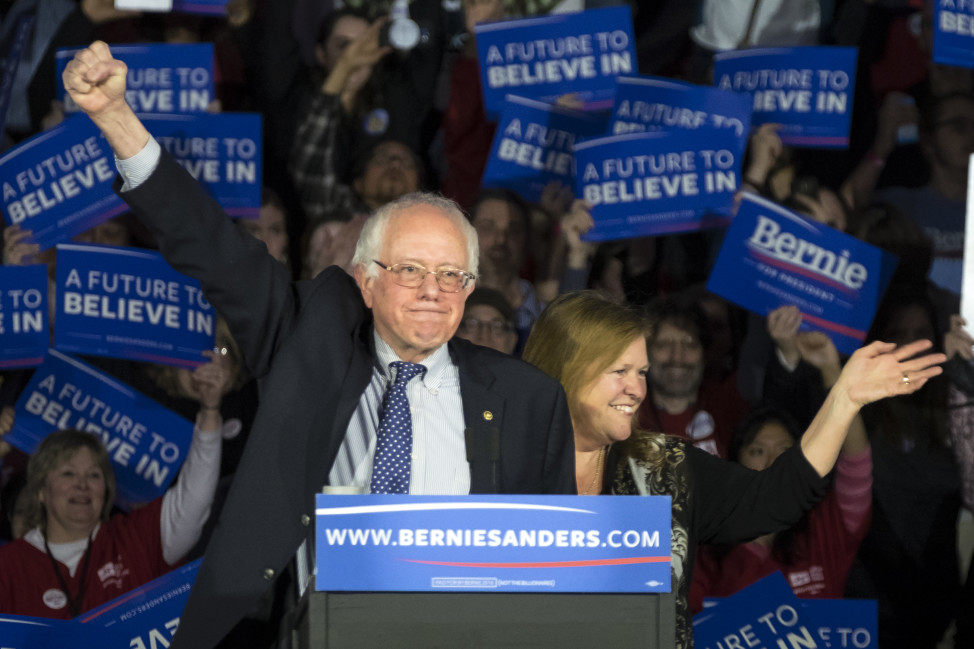 Democratic presidential candidate, Sen. Bernie Sanders and his wife Jane rally the crowd in Des Moines, Iowa on Feb. 2, 2016. (AP)