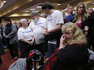 Supporters of Republican presidential candidate Donald Trump react as they gather for a post-caucus rally in Des Moines,Iowa on Feb. 1, 2016.(Reuters)
