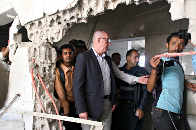Resident Coordinator of the United Nations in Yemen, Jamie McGoldrick (C), inspects damage at a hospital in Yemen's city of Taiz on Jan. 21, 2016.  (Reuters)