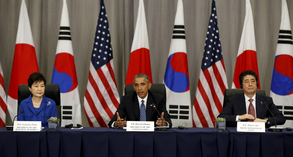 President Barack Obama  takes part in a trilateral meeting with South Korean President Park Geun-Hye (L) and Japanese Prime Minister Shinzo Abe at the Nuclear Security Summit in Washington. (Reuters)