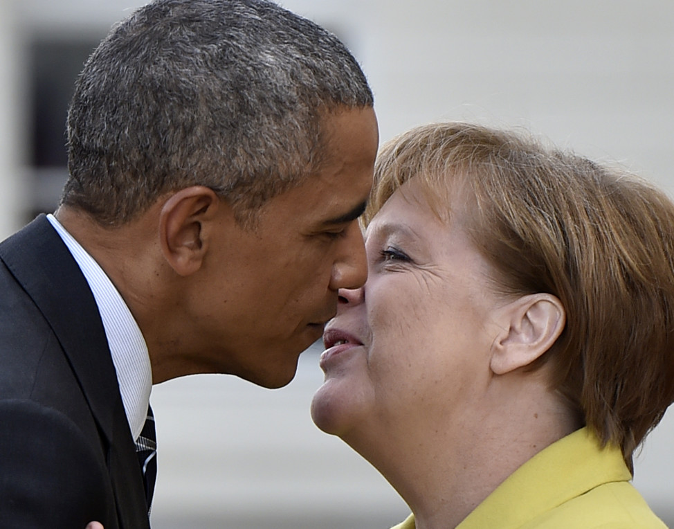 German Chancellor Angela Merkel, right, welcomes President Barack Obama at Herrenhaus Palace in Hannover, Germany on April 24, 2016. (Reuters)