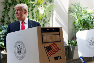 Republican presidential candidate Donald Trump fills out his ballot for the New York primary election on April 19, 2016. (Reuters)