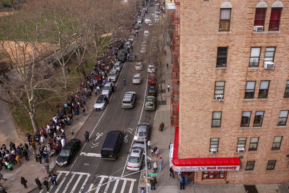 People line up for a campaign rally for U.S. Democratic presidential candidate Bernie Sanders at Saint Mary's Park in the Bronx on March 31, 2016. (Reuters)