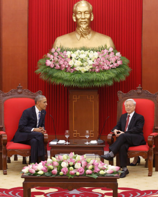 U.S. President Barack Obama (L) and Vietnam's Communist Party General Secretary Nguyen Phu Trong talk under a statue of late Vietnamese revolutionary leader Ho Chi Minh in Hanoi, Vietnam May 23, 2016. (Reuters)