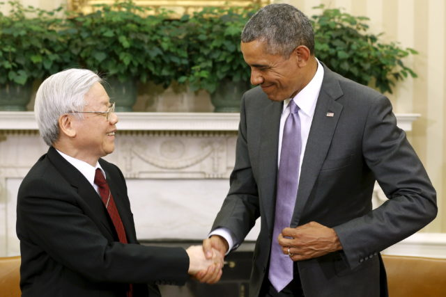 U.S. President Barack Obama (R) shakes hands with Vietnam's Communist Party General Secretary Nguyen Phu Trong following their meeting in the Oval Office at the White House in Washington July 7, 2015. Trong is Vietnam's first party general secretary to visit the U.S. Obama visits Vietnam May 23, 2016. (Reuters)