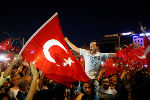 Supporters of Turkish President Tayyip Erdogan gather at Taksim Square in central Istanbul, Turkey, July 16, 2016. (Reuters)