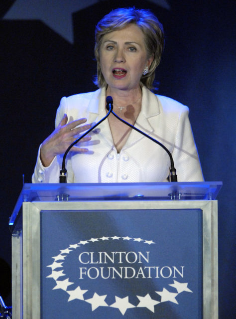 Senator Hillary Clinton, wife of former U.S. President Bill Clinton, speaks at a fund raising gala for her husband's Clinton Foundation as part of his birthday celebration in New York October 28, 2006. (Reuters)