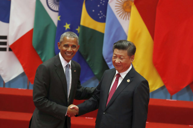 U.S. President Barack Obama, left, shakes hands with China's President Xi Jinping before a group photo session for the G20 Summit in Hangzhou in eastern China's Zhejiang province, Sept. 4, 2016. (AP)