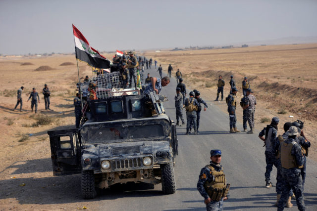 Iraqi federal police forces take part in an operation against Islamic State militants in south of Mosul October 26, 2016. (Reuters)