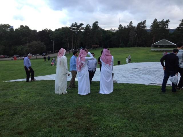 Musulmonlar orasida turli millat va madaniyat vakillari bor.