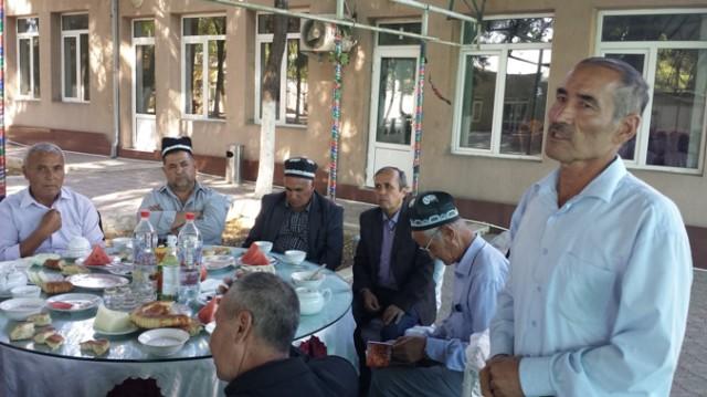 O'zbek jurnalisti G'aybullo Rahumboev kitob haqida so'zlamoqda