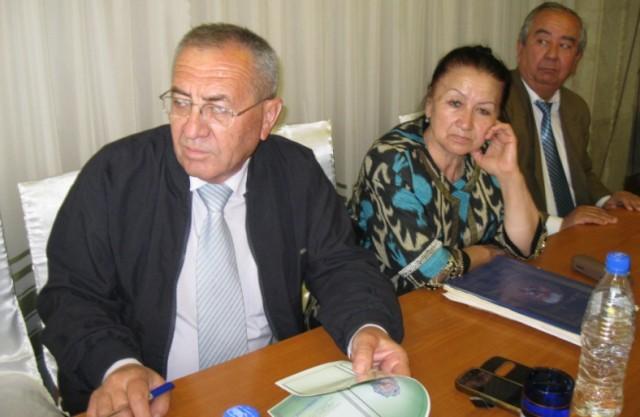Toshkentlik vavoiyshunos olim, professor Ergash Ochilov va tojikistonlik olima Dilorom Abdullaeva seksiya ishida