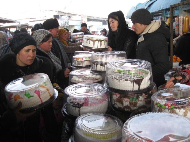 23-yangi-yil-oldidan-tort-savdosi-avjida
