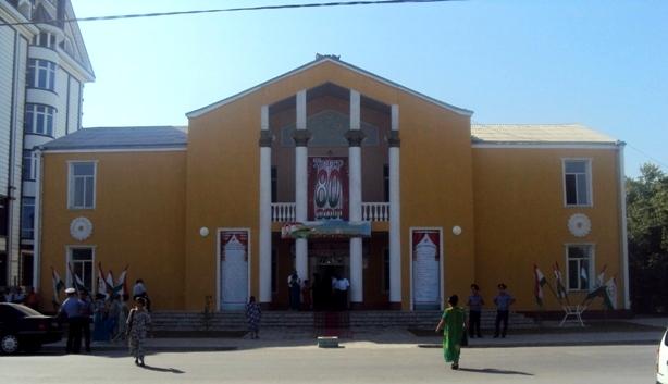 Shukur Burhonov nomidagi Nov o'zbek musiqali drama teatri binosi