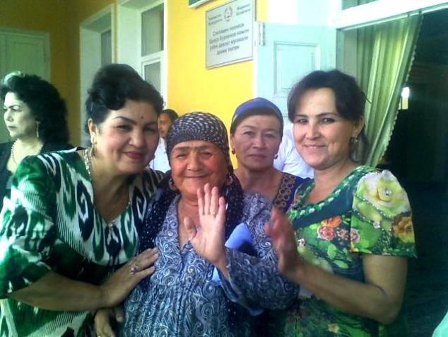 Nohiyaning eng ko'hna Qarosuv mahallasi raisi Jannat opa Toshmatova