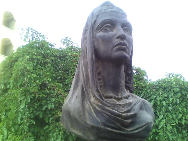 Klassik shoira Mahastiy Xo'jandiy (1098-1183) byusti