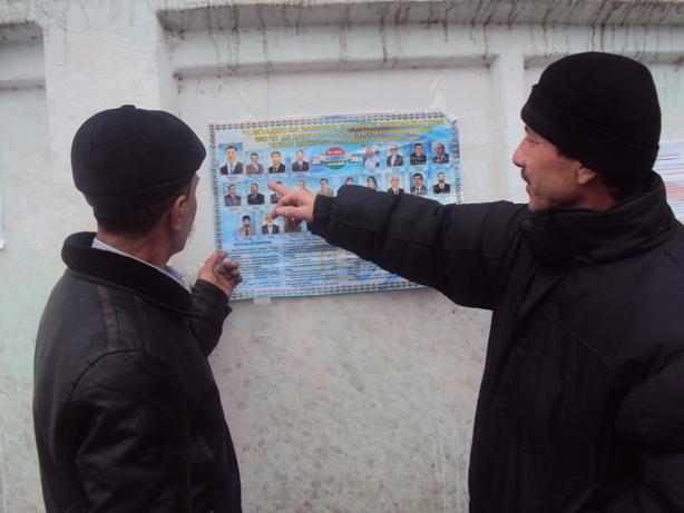 16. Rossiyadan qaytgan mehnat muhojirlari nomzodlar bilan tanismoqda