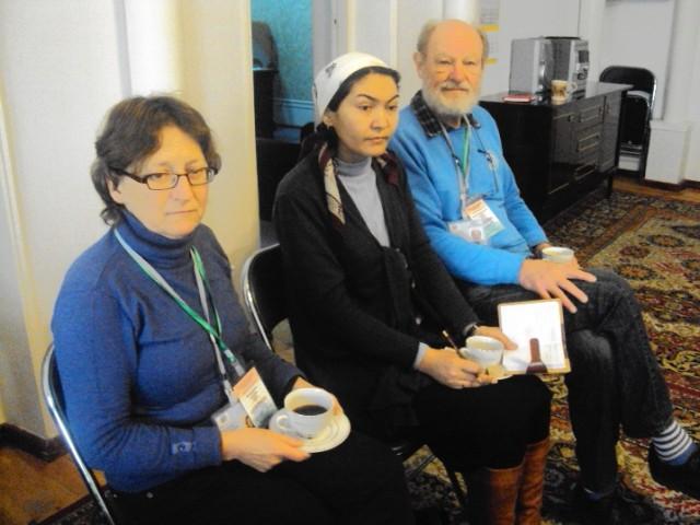 6. OBSEning saylovlar bo'yicha Tojikistondagi kuzatuv missiyasi nozirlari Apolonia Verschoor va Joergan Backlund saylovoldi munozaralarida