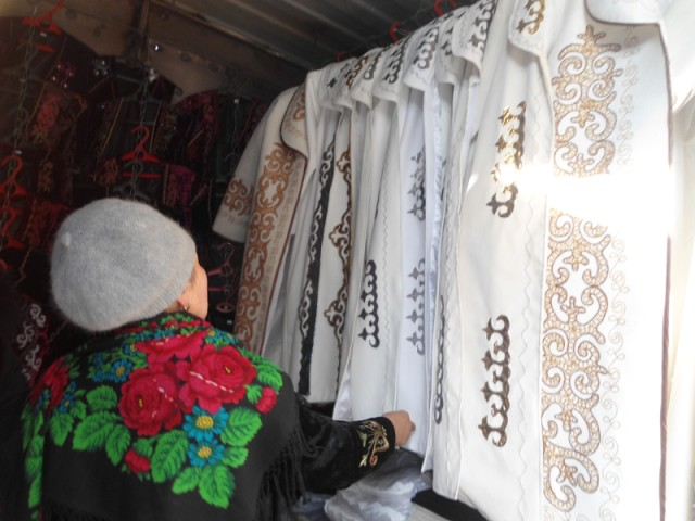 Milliy liboslar rastasi, O'sh, fevral, 2015