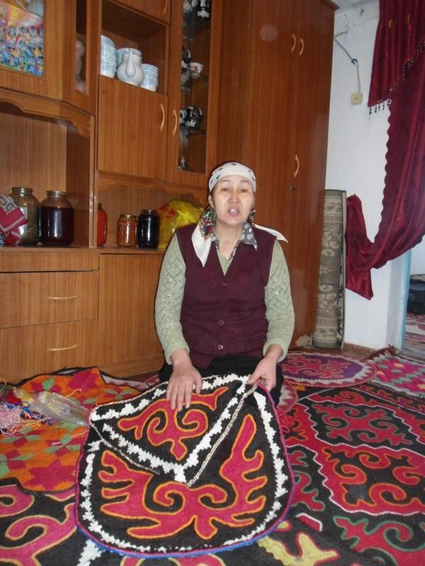 """""""Mana bu narsa oyoq qoq, deyiladi.."""". Ammo bunday go'zal asarga oyoq bosging kelmaydi, O'sh, fevral, 2015"""