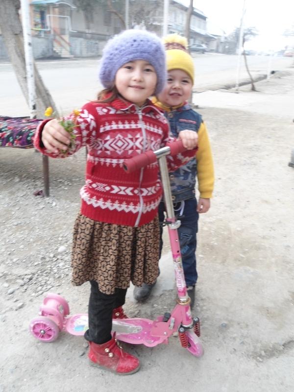 Yoshu-qari bahoriy kayfiyatda. O'sh, mart, 2015